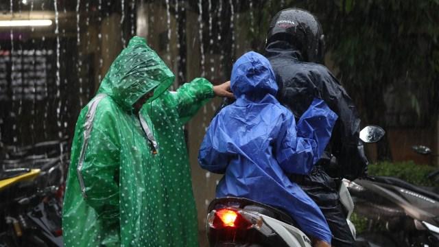 BMKG soal Penyebab Hujan Lebat dan Es di Indonesia: Atmosfer Tak Stabil (29744)