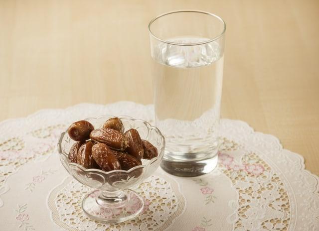 Minum Air Putih yang Cukup Selama Ramadhan Juga Jaga Kesehatan Mental (7422)