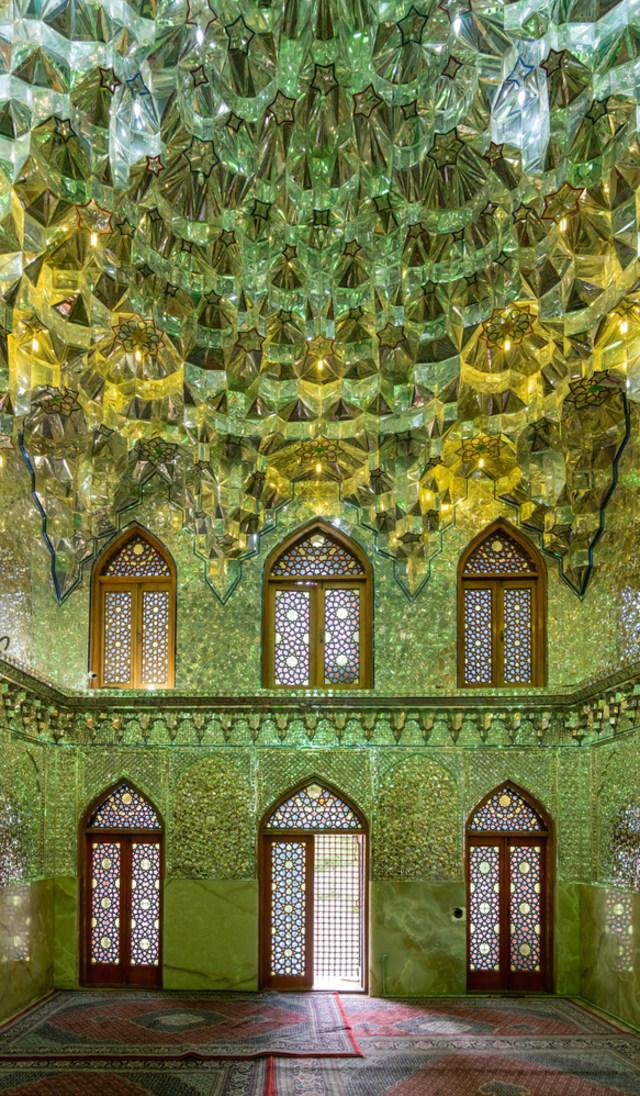 Menilik Masjid Ratusan Tahun di Iran yang Disulap Jadi Tempat Produksi Masker (100686)