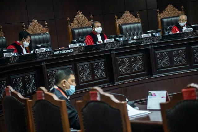 Gugatan Machfud Arifin Kandas, MK Sebut Risma Tak Langgar UU di Pilkada Surabaya (3)