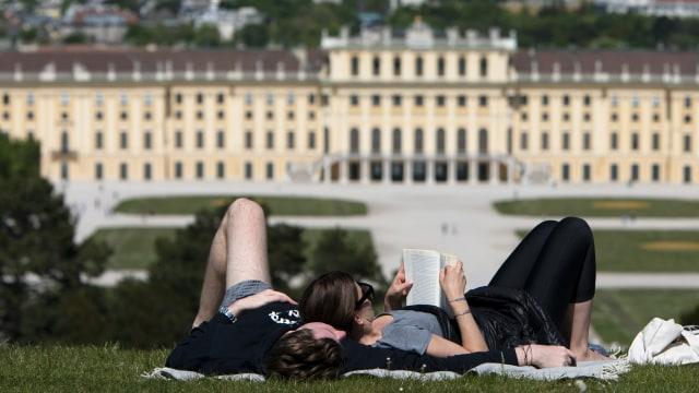 Atas Nama Cinta, 7 Negara Eropa Kasih Izin Masuk untuk Pasangan Beda Negara (31355)