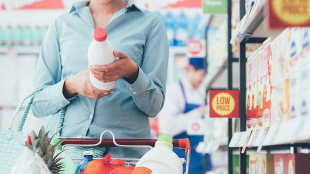 Ilustrasi belanja di supermarket.