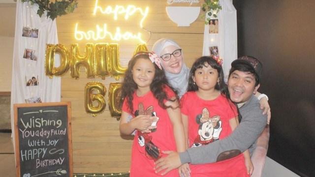 Indra Bekti dan keluarganya