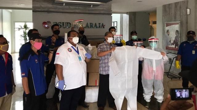 MPBI bagikan APD Peringati Hari Buruh.
