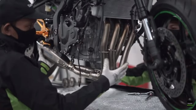 Lagi, Kawasaki Goda Konsumennya Lewat Modifikasi Ninja 250 4-Silinder (7156)