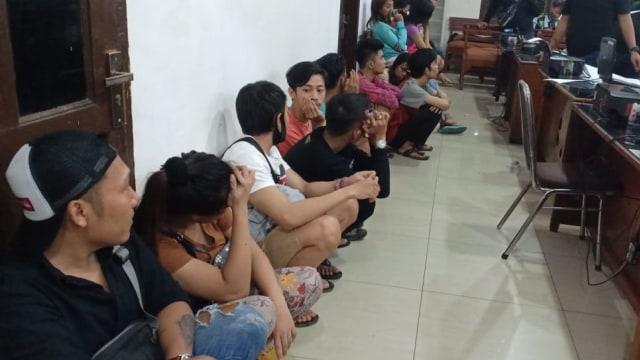 14 Muda-mudi di Medan Digerebek Terkait Prostitusi Online, Transaksi via MiChat (69018)