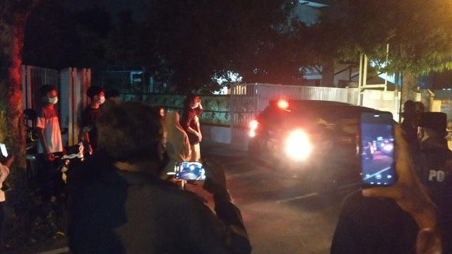 Didemo Warga, 2 Pasien COVID-19 di Jombang yang Karantina Mandiri Dievakuasi (729096)