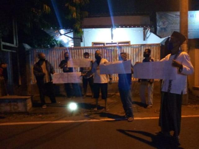 Didemo Warga, 2 Pasien COVID-19 di Jombang yang Karantina Mandiri Dievakuasi (729097)