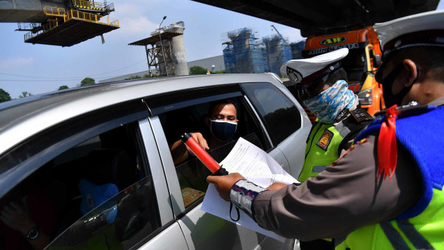 Pemeriksaan Kendaraan di Tol Jakarta-Cikampek