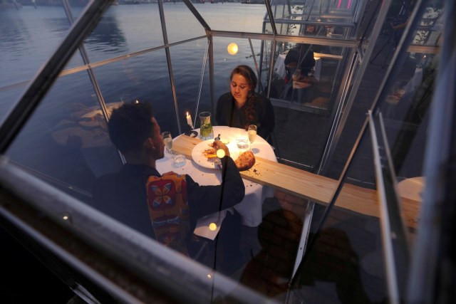 Social Distancing, Restoran di Belanda Bikin Konsep Makan Malam dalam Rumah Kaca (508628)