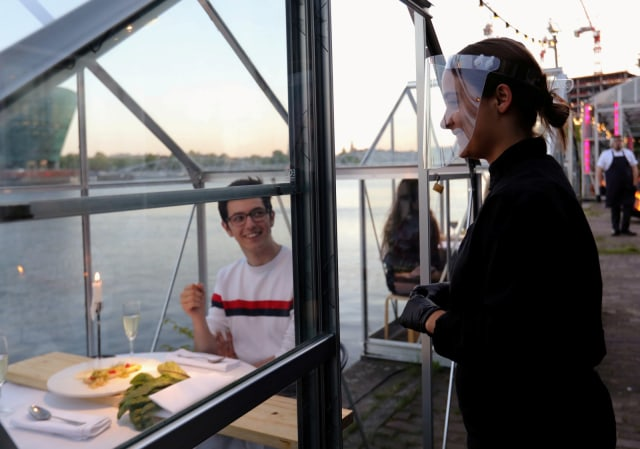 Social Distancing, Restoran di Belanda Bikin Konsep Makan Malam dalam Rumah Kaca (508626)