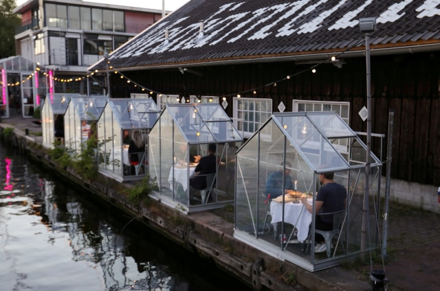 Social Distancing, Restoran di Belanda Bikin Konsep Makan Malam dalam Rumah Kaca (508631)