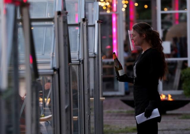 Social Distancing, Restoran di Belanda Bikin Konsep Makan Malam dalam Rumah Kaca (508629)