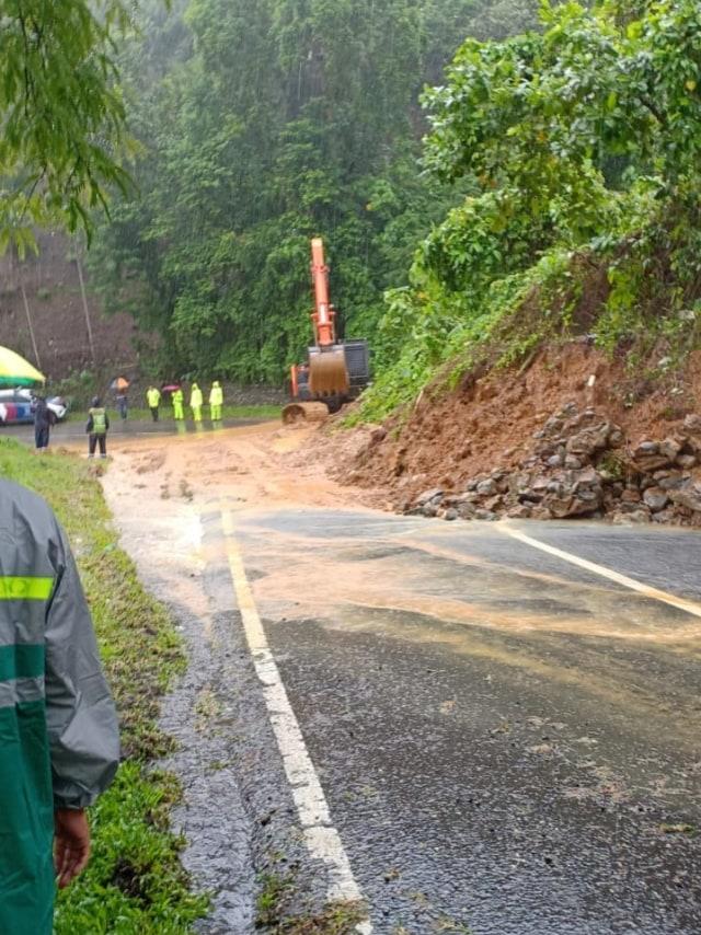 Longsor Di 3 Titik Jalan Nasional Banda Aceh Calang Kapolda Aceh Pantau Lokasi Kumparan Com
