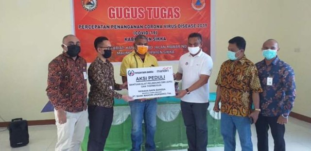 Melchias Mekeng dan Yayasan Bapa Bangsa Bantu Pemkab Sikka Perangi COVID-19 (218240)