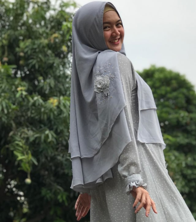 7 Artis Indonesia yang Namanya Melejit Berkat Sinetron Religi (1964)