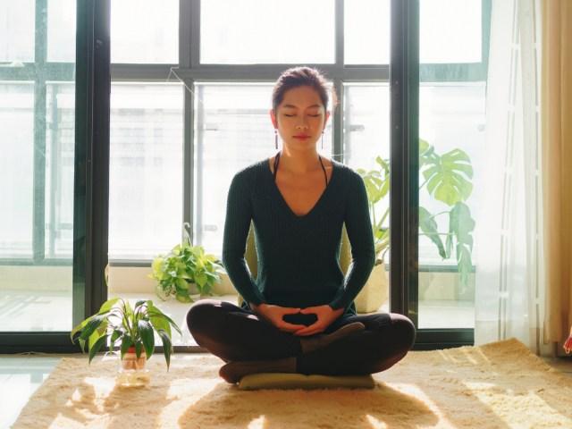 yoga di rumah aja