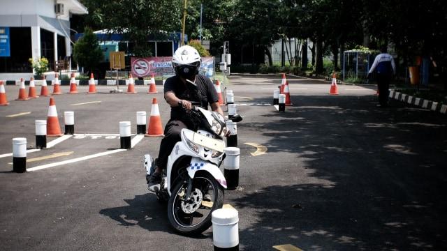 Catat, Ini Tips Lulus Ujian Teori dan Praktik Bikin SIM dari Polisi (46159)