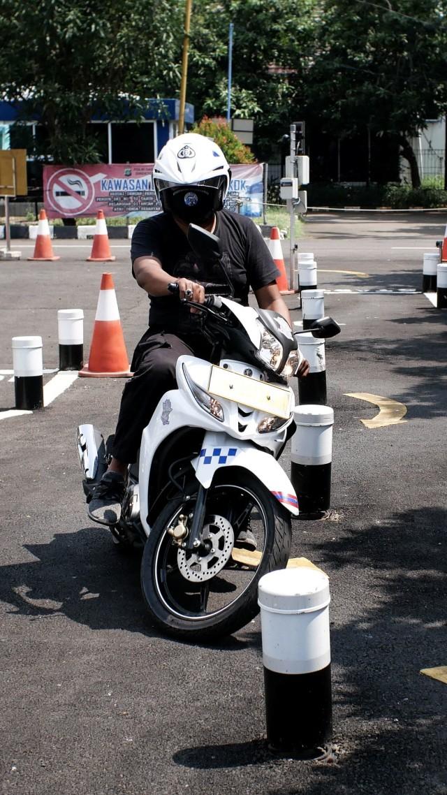 Catat, Ini Tips Lulus Ujian Teori dan Praktik Bikin SIM dari Polisi (46161)