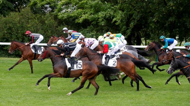Foto: Masih Pandemi Corona, Balapan Kuda di Prancis Digelar Tanpa Penonton (313547)