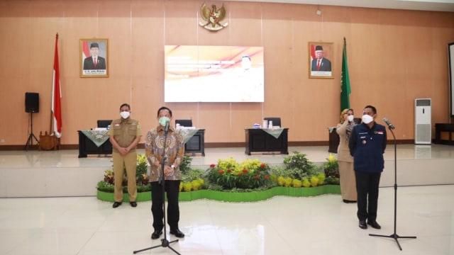 Tito Karnavian salurkan bantuan masker dan hand sanitizer