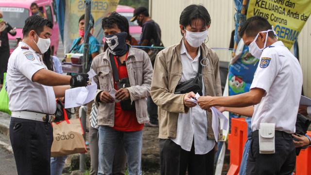 Pemeriksaan surat tugas di Stasiun Depok