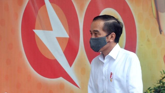 Jokowi tinjau penyaluran bantuan sosial tunai di kantor pos