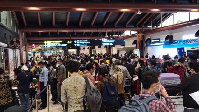 Anggota DPR Kesal: Saya Patuh Tak Mudik, tapi Bandara Ramai (214277)