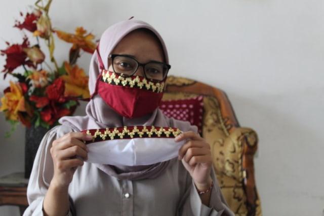 Demi Bertahan Selama Corona, UMKM di Lampung Bikin Masker Motif Kain Tapis (21898)