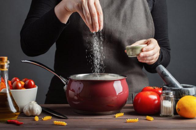 Benarkah Mengganti Garam Dapat Kurangi Risiko Darah Tinggi? Begini Kata Ahli (1238453)