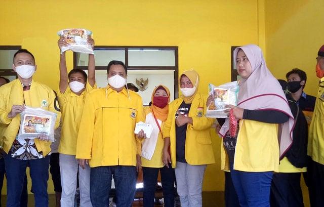 DPD Partai Golkar Kabupaten Cirebon Salurkan Ribuan Paket Sembako  (560527)
