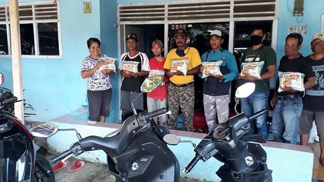 DPD Partai Golkar Kabupaten Cirebon Salurkan Ribuan Paket Sembako  (560528)