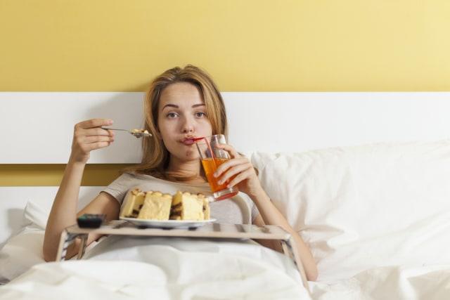 Kebiasaan Rebahan Usai Makan, Ini Efek Sampingnya buat Kesehatan Menurut Ahli (142068)