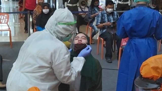 Pemkot Semarang dan Denpom Gelar Swab Acak ke Pengunjung