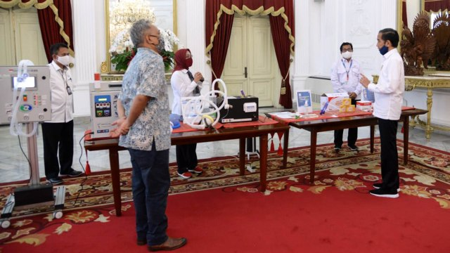 Jokowi Tinjau Alkes Karya Anak Bangsa untuk Tangani COVID-19