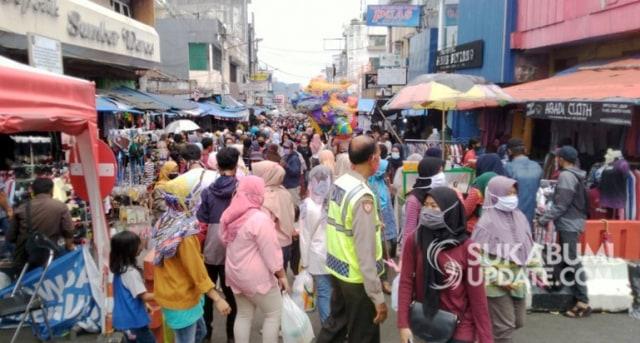 Masih Banyak Kerumunan, Wali Kota Sukabumi Khawatirkan Gelombang Kedua COVID-19 (512284)