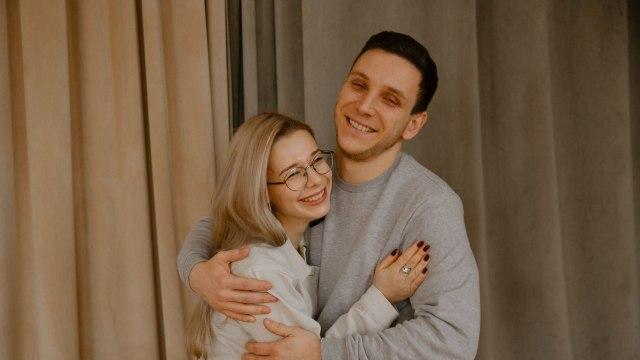 man-hugging-girlfriend-3958851 (1).jpg