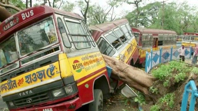 82 Orang di India dan Bangladesh Tewas saat Topan Amphan Menerjang  (774292)