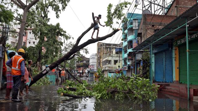 82 Orang di India dan Bangladesh Tewas saat Topan Amphan Menerjang  (774294)