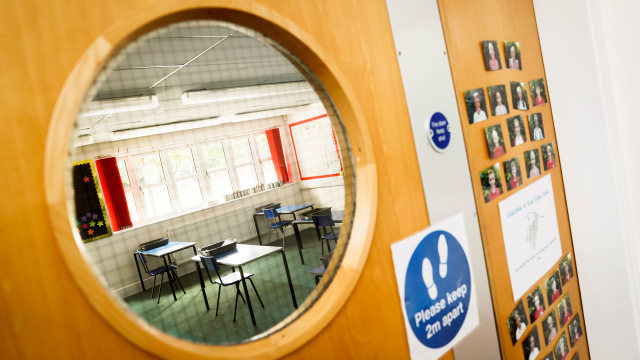 Foto: Persiapan Sekolah di Inggris Sebelum Dibuka Kembali (84977)