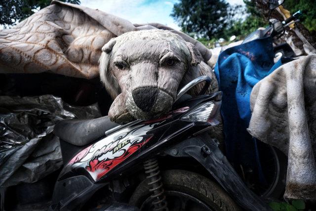 Esai Foto-Kuburan Motor di Bekasi