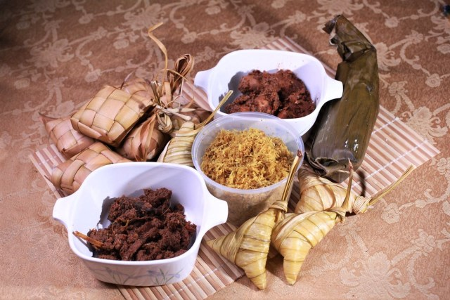 Cara Membuat Ketupat dengan Rice Cooker dan Tips Agar Tidak Cepat Basi (462835)