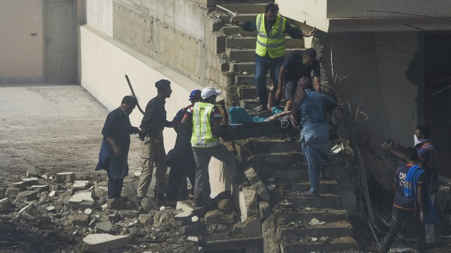 97 Orang Tewas dan 2 Orang Selamat dalam Insiden Pesawat Jatuh di Pakistan (645206)