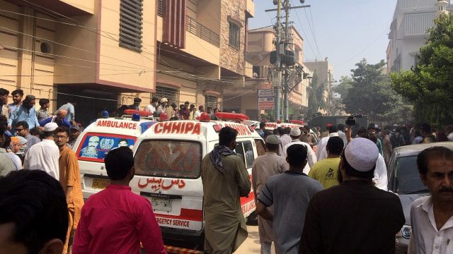 Kesaksian Korban Selamat Pesawat Jatuh di Pakistan: Melihat Cahaya, Saya Lompat (13558)