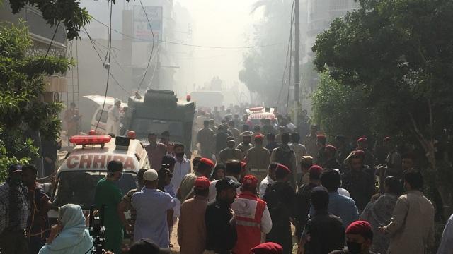 Kesaksian Korban Selamat Pesawat Jatuh di Pakistan: Melihat Cahaya, Saya Lompat (13557)