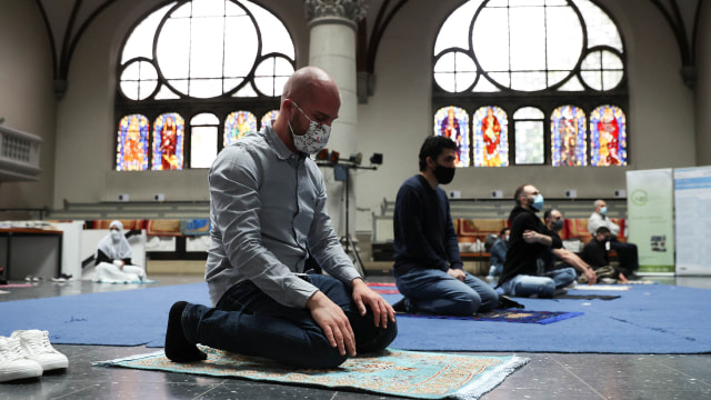 5 Aturan yang Mesti Kamu Patuhi kala Wisata Religi ke Masjid (11544)