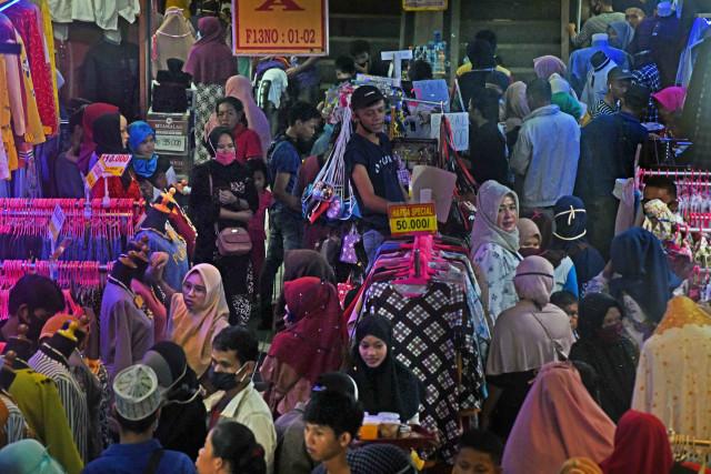 214 Pedagang Pasar Tradisional Positif COVID-19 (791555)