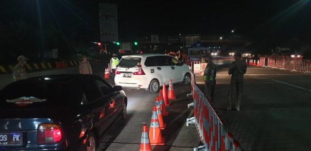 Pengecekan di Gerbang Utama Cikupa Arah Merak.