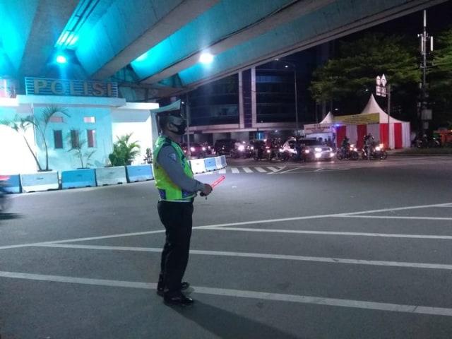 Pos Pam Chek Poin simpang 5 Senen Jakpus