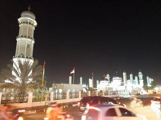 Jalanan di Banda Aceh Padat saat Malam Idul Fitri  (244248)